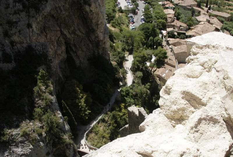Moustiers-Sainte-Marie-provence-dorp-klim-naar-kapel