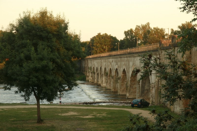 apremont-sur-allier-Aquaduct-le-Gu-C3-A9tin