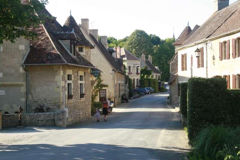 apremont-sur-allier-straatje-met-restaurant