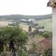 Uitzicht op de omgeving en kerkje in Lauzerte een dorp langs de Lot in Frankrijk