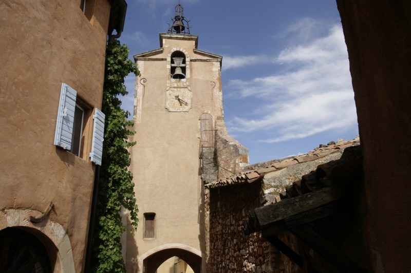 Roussillon-provence-straatje-kerk