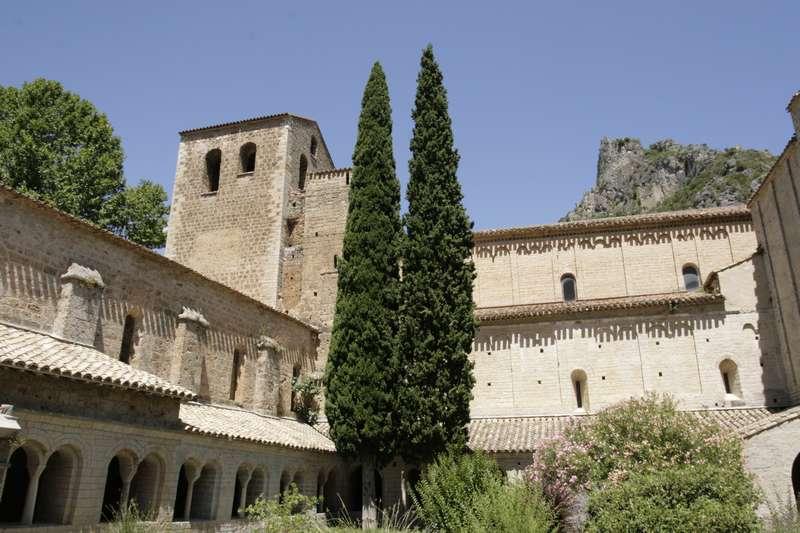 Saint-Guilhem-le-D-C3-A9sert-klooster-abdij