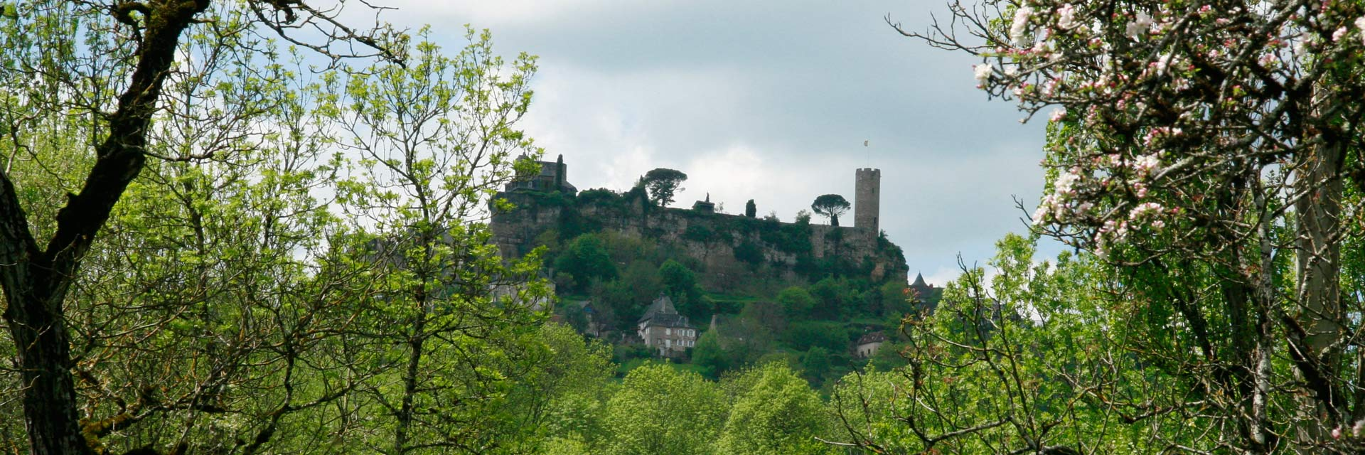 Het dorp Turenne in Frankrijk