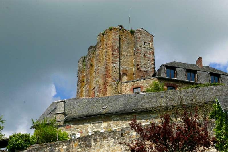 turenne-mooi-dorp-perigord-kasteel-toren
