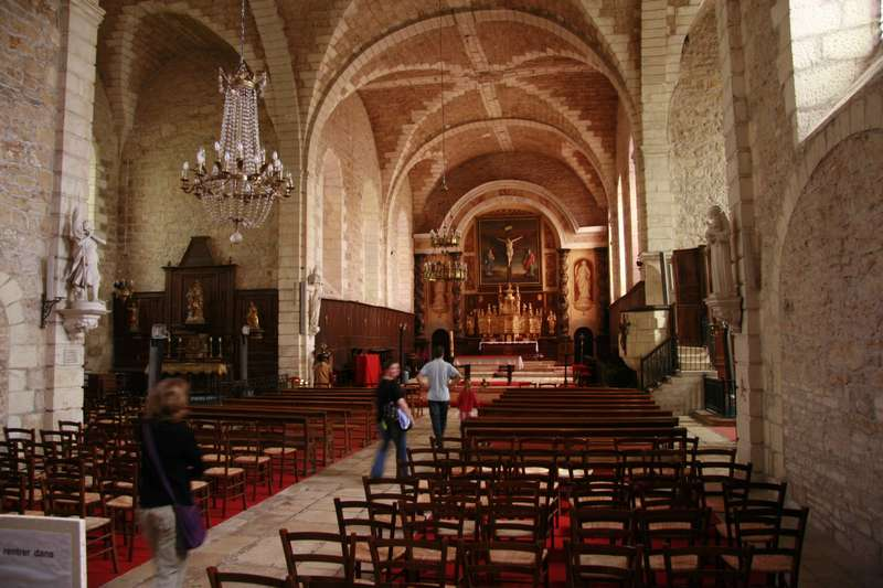 turenne-mooi-dorp-perigord-kerk-interieur