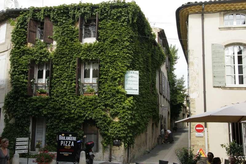 Lourmarin-frankrijk-provence-vaucluse-mooi-dorp-plein