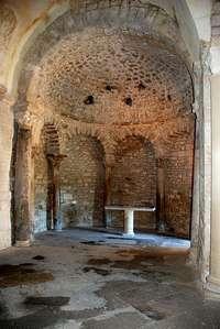 Het interieur van de doopkapel in Venasque, Vaucluse Frankrijk