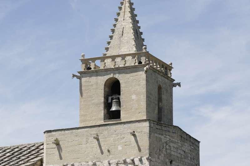 venasque-vaucluse-dorp-frankrijk-kerktoren