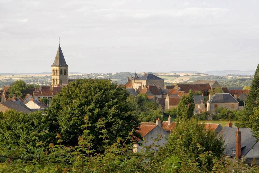 Het dorp Saint-Révérien in het westen van Bourgondië
