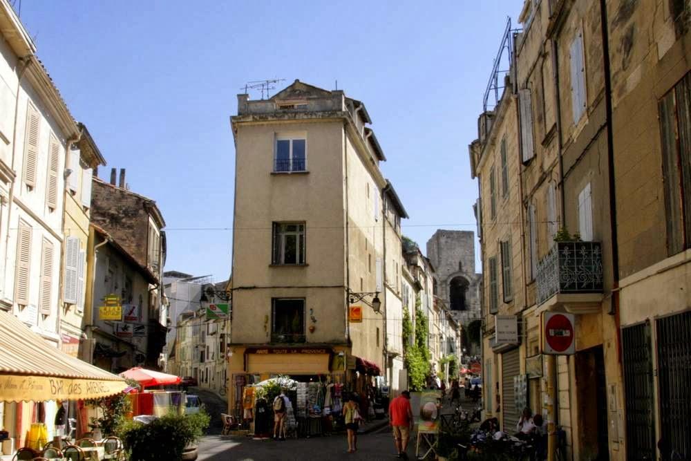 straatje in arles in de provence, Frankrijk