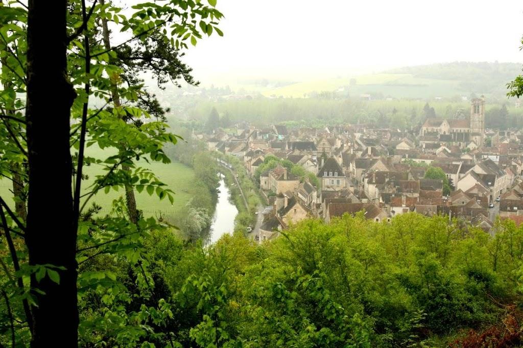 Noyers sur Serein in Bourgondië, Frankrijk