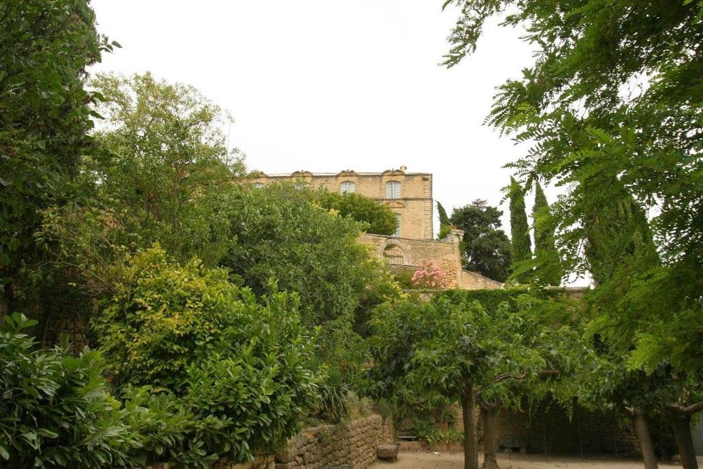 Kasteel met zijn tuinen in Ansouis, Provence