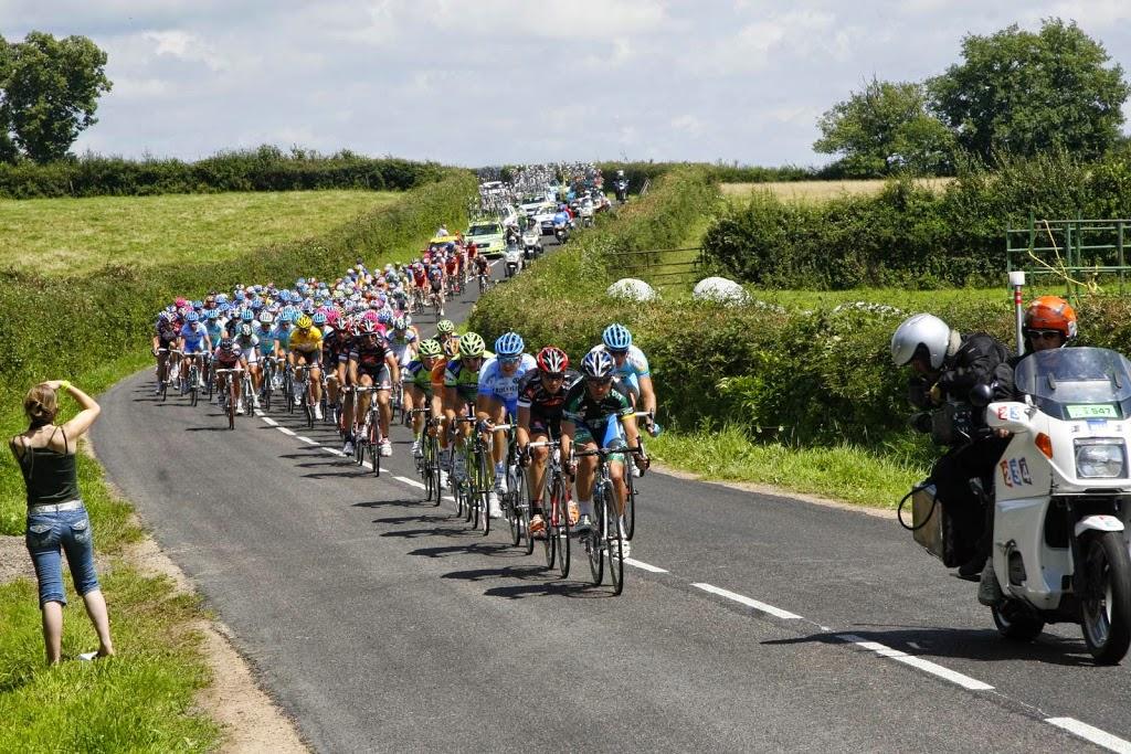 Het peloton van de Tour de France in Bourgondië