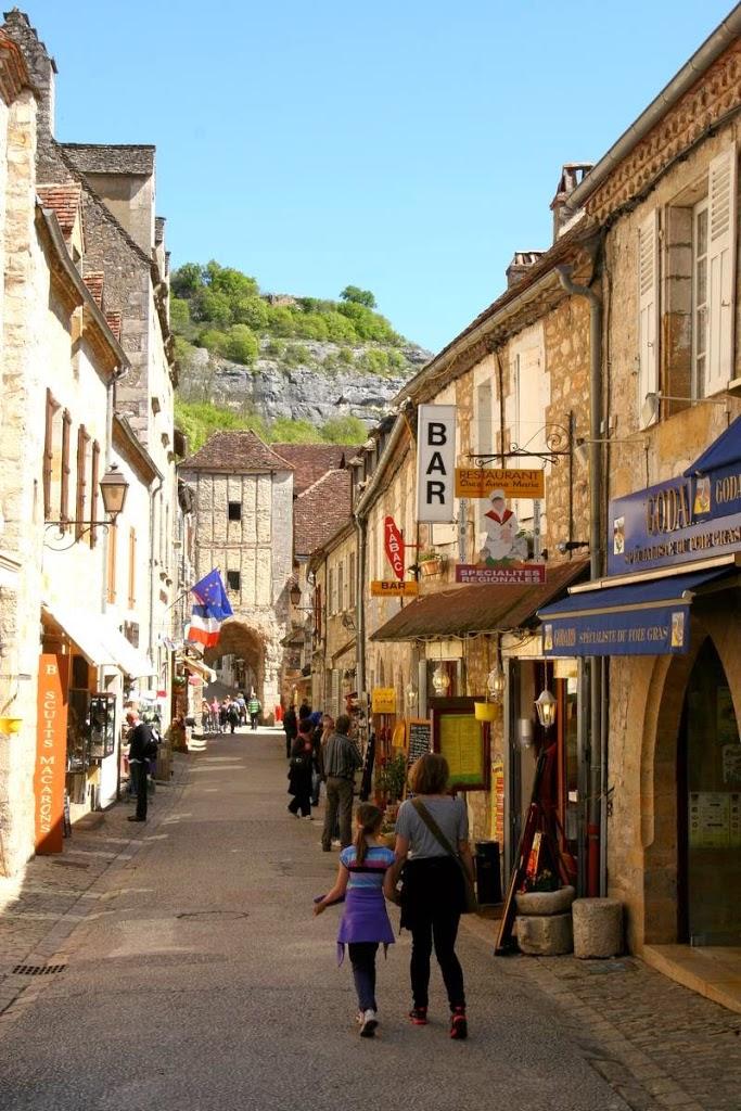 Rocamadour hoofdstraat met poort frankrijk