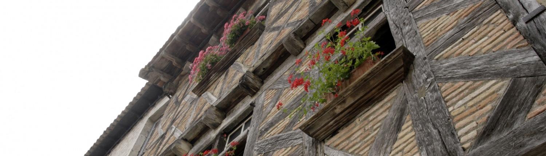 Lauzerte Dordogne Tarn et Garonne dorp vakwerkhuis