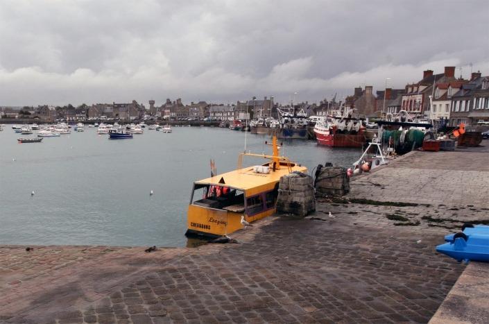 Het haventje van het vissersdorp Barfleur op Contentin in Normandië Frankrijk
