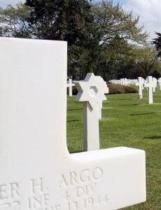 Graf op de Amerikaanse militaire erebegraafplaats bij Omaha Beach in Normandië Frankrijk