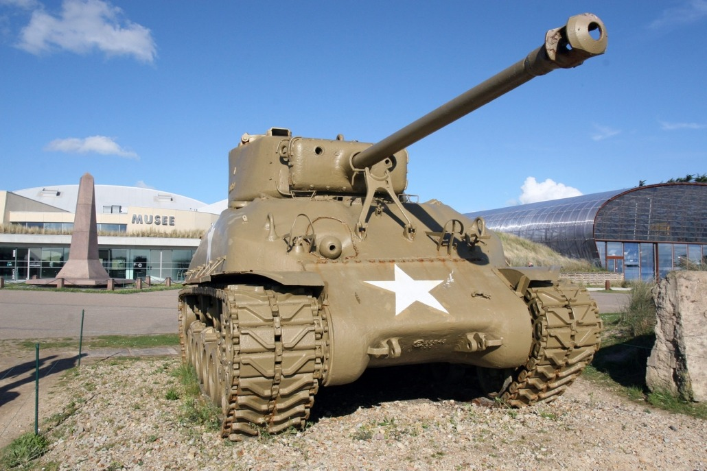 Een Sherman tank voor het museum bij Utah Beach