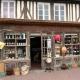 Winkeltje in het dorp Beuvron-en-Auge in Frankrijk