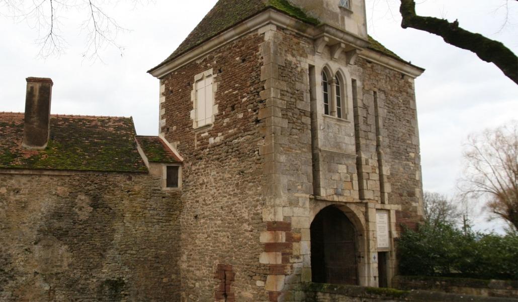 Poortgebouw van het kasteel van Epoisses in Bourgondië, Frankrijk