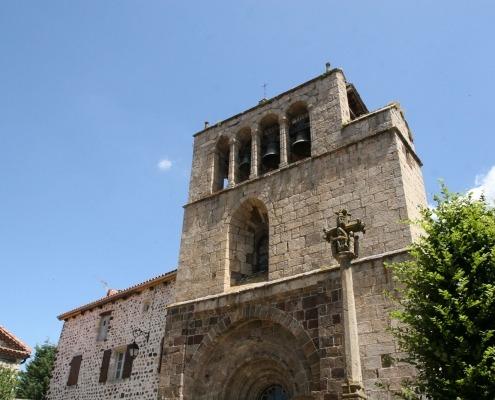 Arlempdes-auvergne-loire-dorp-kerk.jpg
