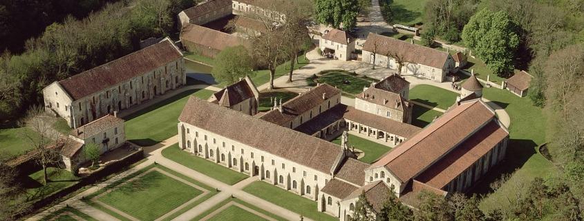 Luchtfoto van de abdij van Fontenay in Bourgondie Atout France/Daniel Philippe