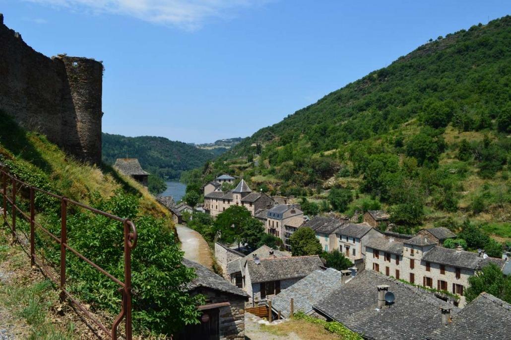 Uitzicht vanaf het kasteel van Brousse-le-Château op de rivier