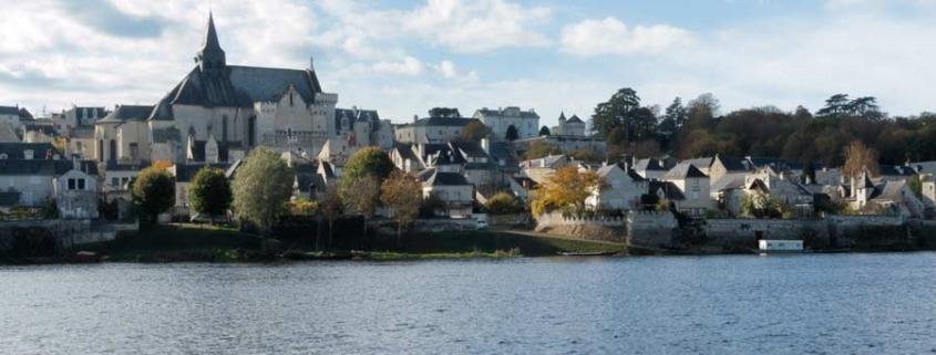 Candes-Saint-Martin-Loire-water-dorp-frankrijk-kerk-sint-maarten-cc-stephane-martin