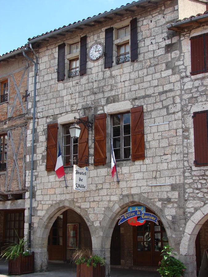Castelnau-de-Montmiral-dorp-tarn-frankrijk-doorkijkje-maison-de-ville