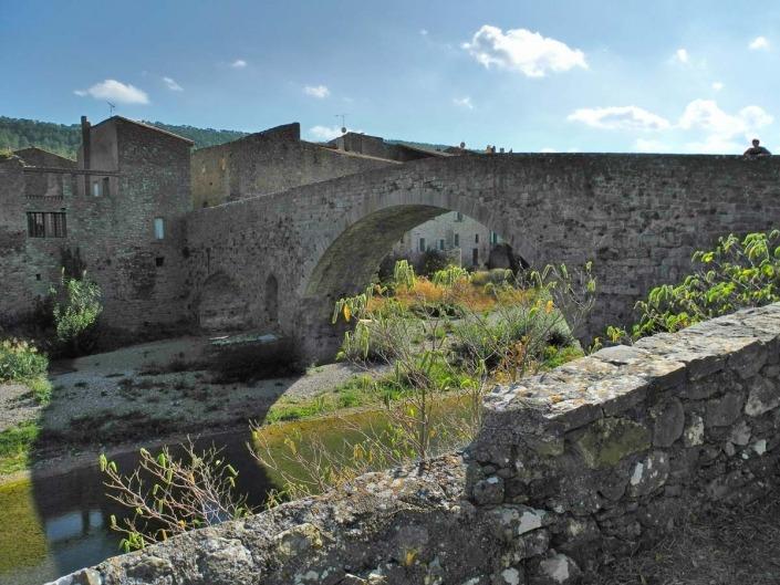 Het dorp Lagrasse in het zuiden van Frankrijk