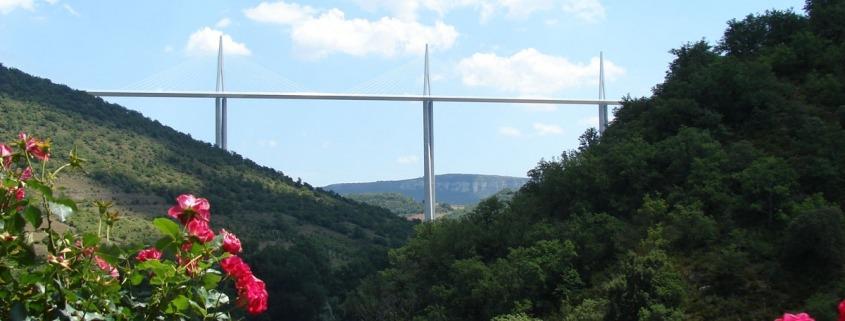 Viaduct van Milau vanuit het dorp Peyre