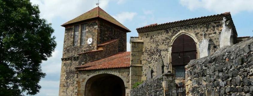 Usson_église-auvergne-dorp-frankrijk-kerk-By-Père-Igor-via-Wikimedia-Commons
