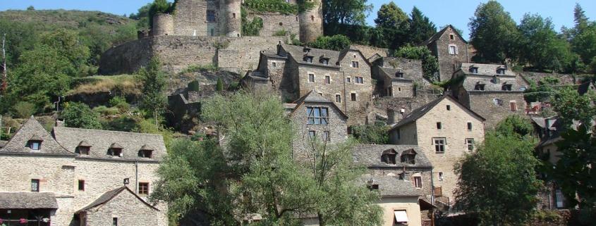 Het dorp Belcastel in het zuiden van Frankrijk