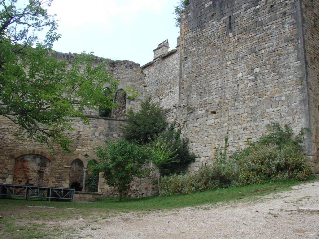 bruniquel-dorp-frankrijk-tarn-kasteel-binnenplaats