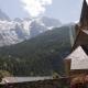 Het kerkje van La-Grave-La-Meije voor de gletsjer van de Ecrins