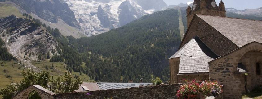 Kerkje van La-Grave-La-Meije in de Franse Alpen