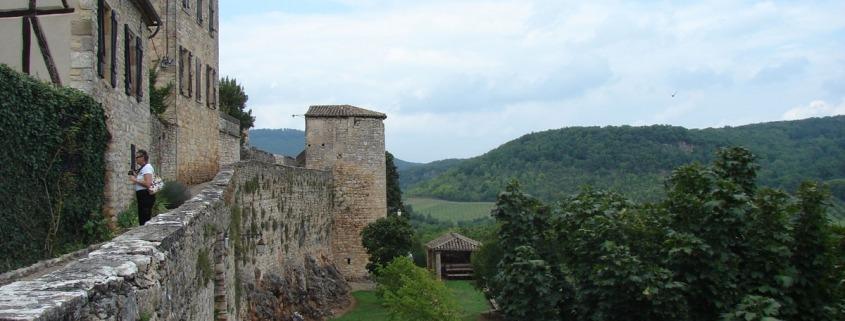 Muur om het dorp Puycelsi