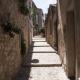 Straatje in het dorp Sainte-Agnès dat boven Menton aan de Middellandse Zee ligt