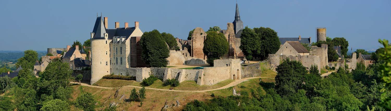 Saint-Suzanne-plus-beaux-village-de-france-frankrijk-dorpje-Normandië-Panoss By Jp.morteveille (Own work) CC BY-SA 3.0 via Wikimedia Commons-