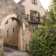 Een oude poort in het dorp Limeuil langs de Dordogne