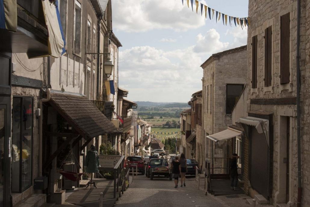 straatje winkel Monflanquin dorp Lot Frankrijk