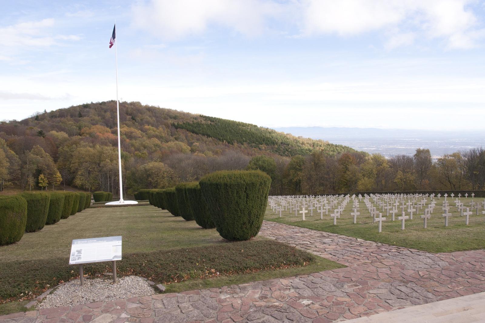 militaire-begraafplaats-wit-kruis-elzas-vogezen-Hartmannswillerkopf