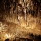Stalactieten in de grot van Thouzon in de Vaucluse