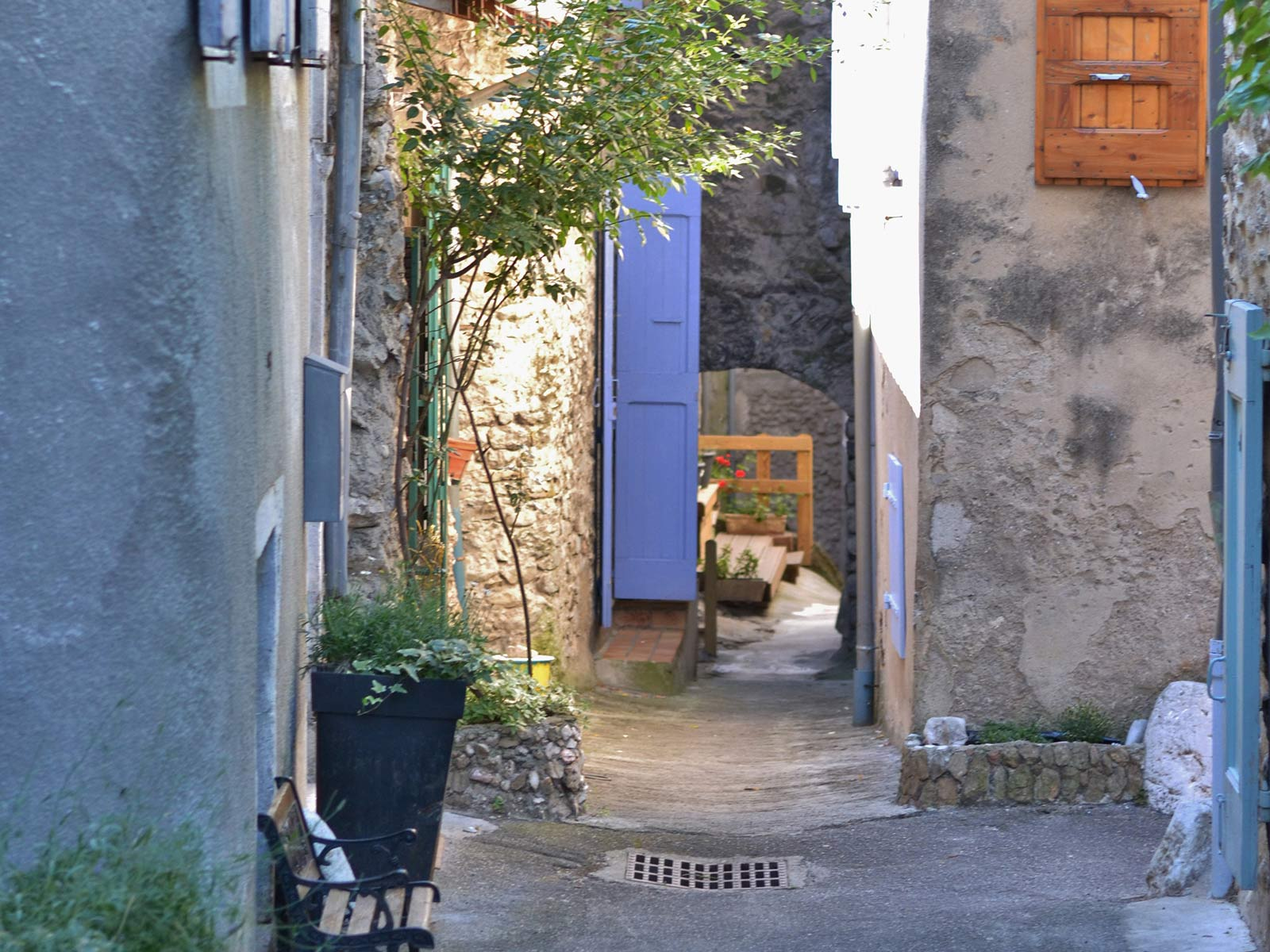 Straatje in het stadje Die in de Drome in het zuiden van Frankrijk