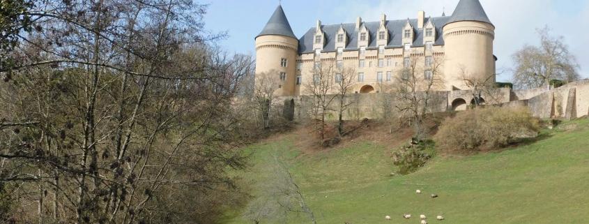 Het kasteel van Rochechouart in de Haute-Vienne in de Limousin in Frankrijk