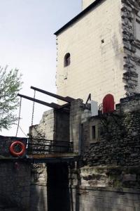 De ophaalbrug aan de achterkant van het kasteel