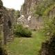 De ruïne van de oude kerk in Peyrusse le Roc