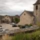 De kerk van het Franse dorpje Capdenac bij de rivier de Lot