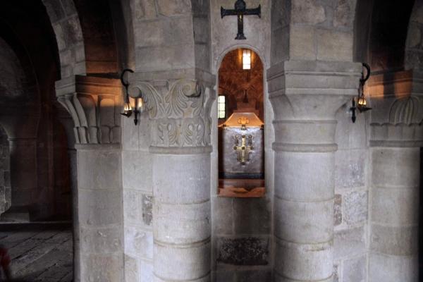 De reliekhouder van Benedictus in de crypte van de kerk in Saint-Bernoît-sur-Loire
