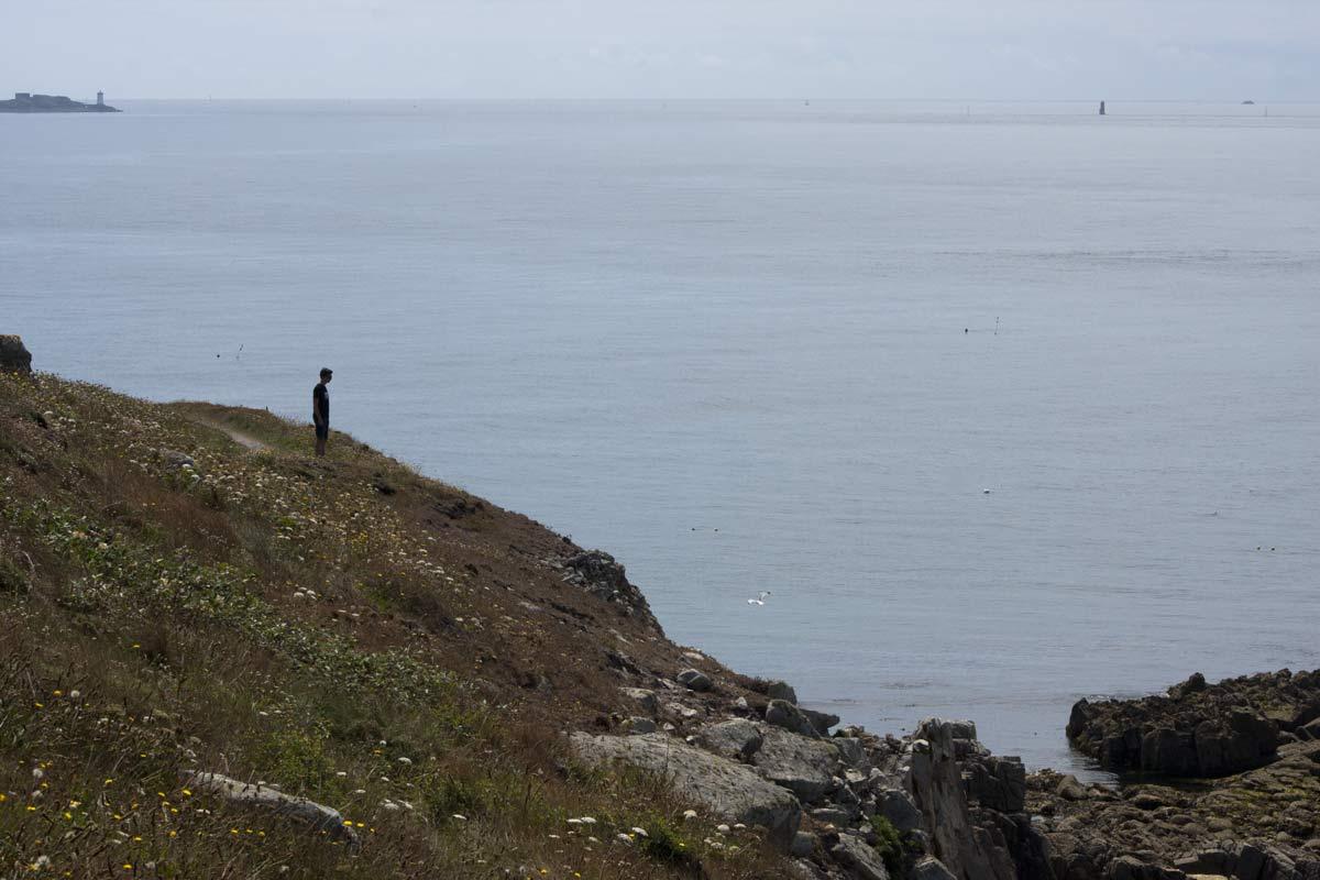 De kliffen bij La Pointe de Corsen, de westelijke punt van Frankrijkn